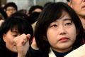 눈물 흘리는 김재연 전 의원