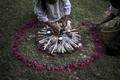 [사진]엘살바도르 대학살 83주기 추모하는 여인