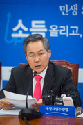 발언하는 우윤근 새정치연합 원내대표