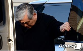 고개 떨군 조양호 회장