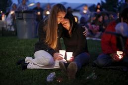 美대학 총격 희생자 촛불 추모집회