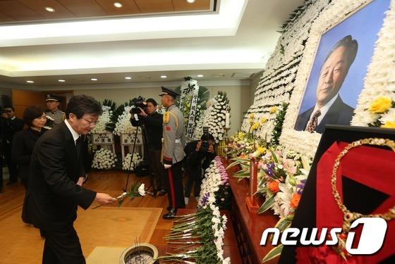 YS 서거 이틀째 조문행렬…이회창·리퍼트 등 '말말말'