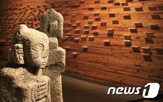 [우리옛돌박물관] 소원을 빌어보는 동자관, 그리고 소원의 벽