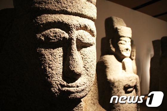 [우리옛돌박물관] 일본에서 환수해온 소중한 문관석
