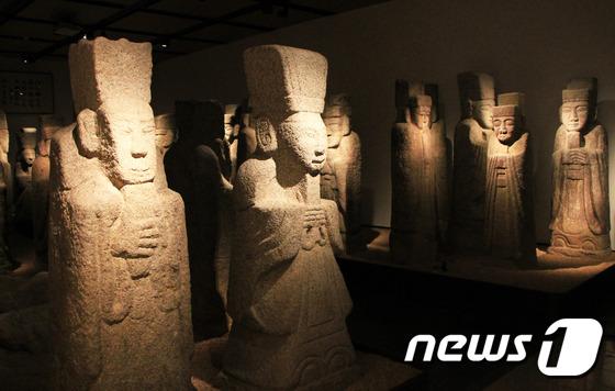 [우리옛돌박물관] 일본에서 환수해온 문인석의 자태