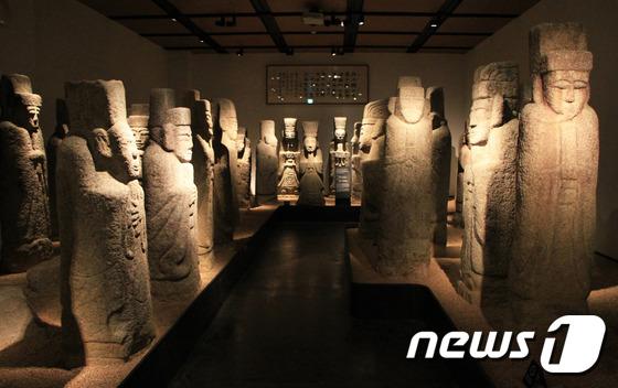 [우리옛돌박물관] 47점의 무인석이 전시된 '환수유물관'