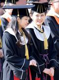 '미소 띤 졸업식'