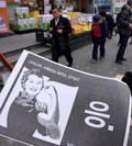 신촌 인근에 살포된 박 대통령 규탄 전단지