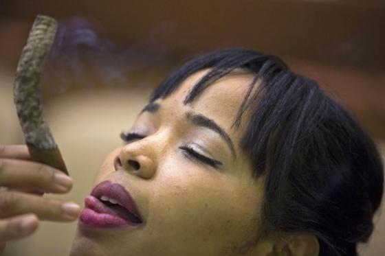 여성 시가 소믈리에, 우아한 흡연