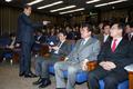 정책의총 참석 의원들과 대화하는 김무성