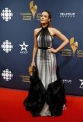 [사진]배우 제니퍼 피니건, 이색 드레스가 잘 어울려