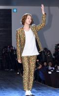희철, '우주대스타의 범상치 않은 패션'