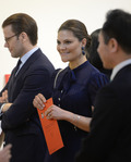 주한스웨덴 대사관 전시 관람하는 빅토리아 왕세녀