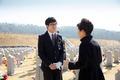 유가족 위로하는 박 대통령