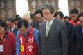 묵념하는 김무성 대표