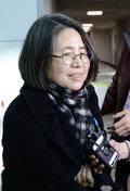 취재진의 질문에 답하는 김영란 전 국민권익위원장