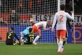살아난 '히딩크 매직', 스페인 2-0 격파