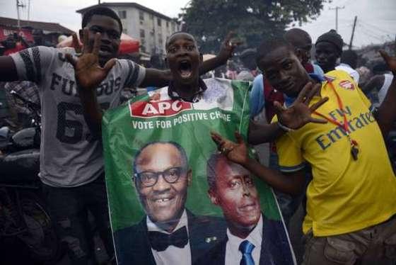 나이지리아 30년만의 정권교체에 축제물결