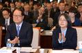 박수치는 김영란 전 국민권익위원장