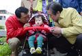 어린이와 인사 나누는 김무성-안상수