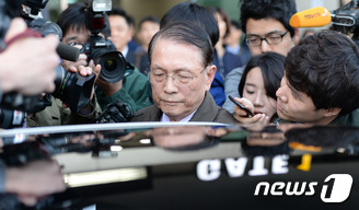 '의문의 일본행' 김기춘 전 실장 귀국