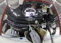 [사진]NHL플레이오프, 골리 가랑이 사이를 파고 든 퍽