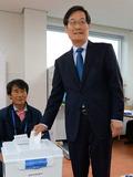 사전투표하는 신동근 '인천 서·강화을 후보