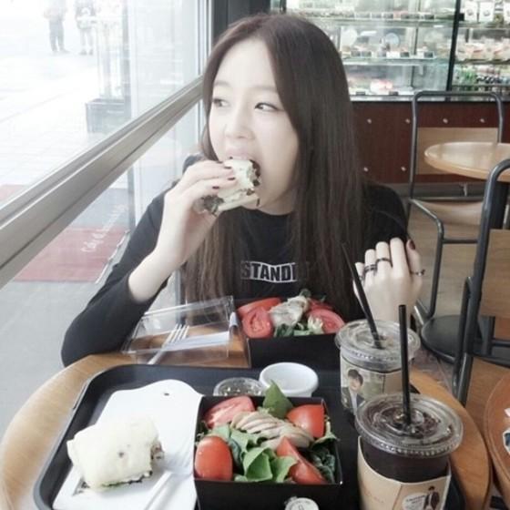 '연예할래' 박보람, 다이어트 중이라더니 샌드위치 먹방