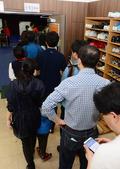 사전투표 줄 서서 기다리는 유권자들