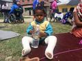 네팔 7.8 규모 지진으로 부상입은 어린이