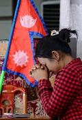 기도하는 한국거주 네팔인