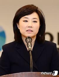 """조윤선 靑수석 전격 사퇴…\""""공무원연금 개혁 논의 변질 책임\"""""""