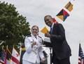 [사진]오바마, 여생도에게