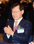박수치는 김진태 검찰총장
