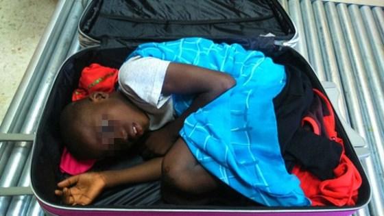 트렁크 속 밀입국한 난민소년