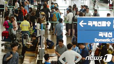 여행객으로 붐비는 인천공항