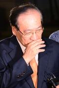 정동화 전 부회장, 취재진의 질문에 '묵묵부답'