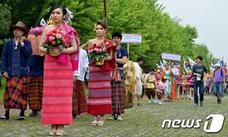 한국에서 즐기는 송끄란 축제