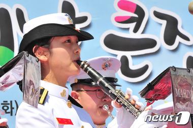 해병대 미녀 군악대원 인기짱