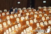 무너진 與野 합의, 무산된 공무원연금법…5월국회 처리 가능?