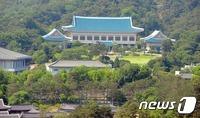 靑 '인사 시즌' 재개… 연내 3~5명 장관 교체 줄이을 듯