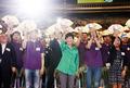 부채 파도타는 박근혜 대통령