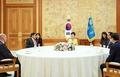 박 대통령, 5개 중견국 협의체 국회의장단 접견