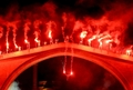 [사진]화려한 불꽃 속 다이빙