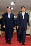 국무회의 참석하는 황교안-최경환