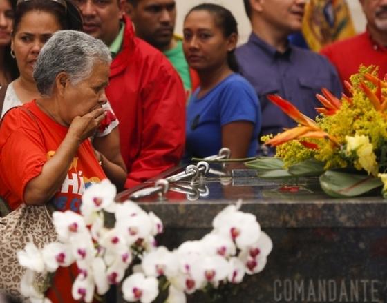 차베스 애도하는 베네수엘라 국민들