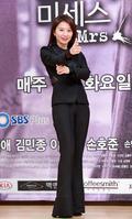 김희애 '저 형사 같나요?'