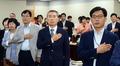 국민의례하는 최저임금위원회 위원들
