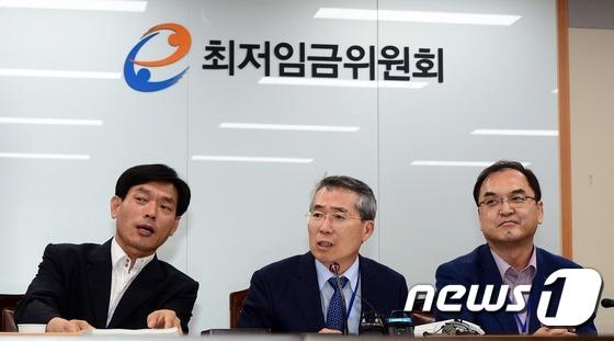 """내년 최저시급 6030원…노동계·재계 모두 """"불만족""""(종합)"""