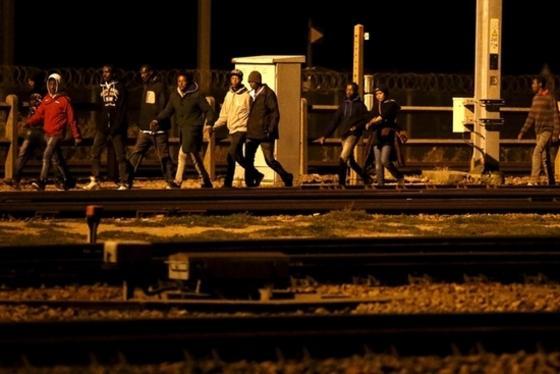 유로터널로 몰려드는 난민들
